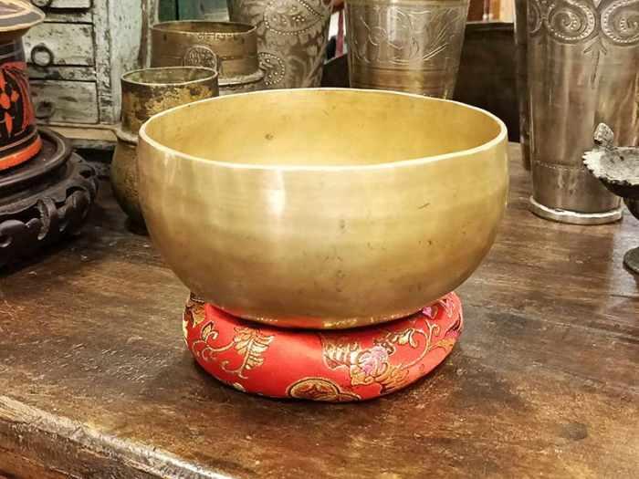 campana tibetana Nota: RE# Frequenza: 311 Hz