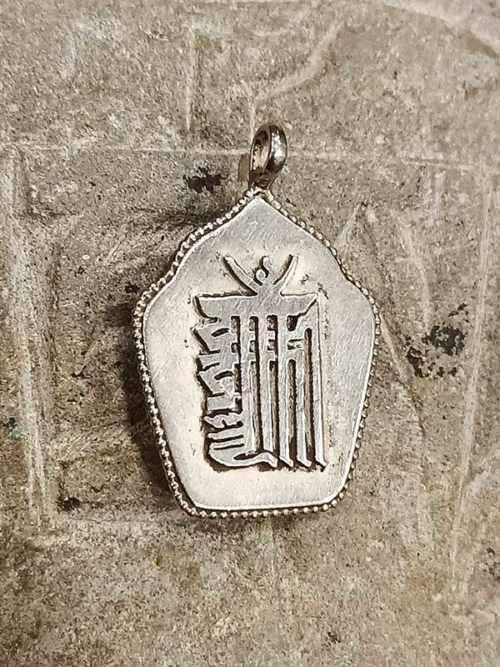 pendente tibetano argento con mantra Kalacakra