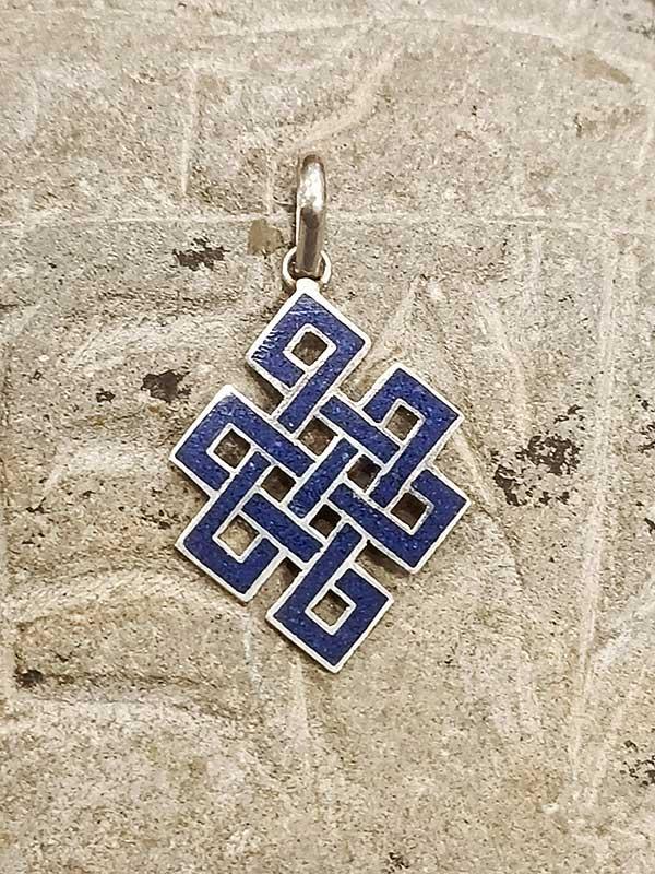 pendente tibetano argento lapislazzuli rappresentante il Nodo infinito