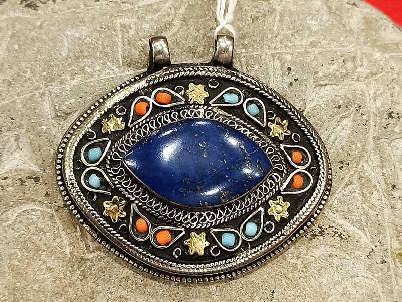 pendente turkmeno lapislazzuli corallo turchese con decorazioni Vermeil