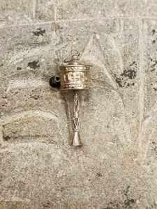 Pendente tibetano argento con mulinello di preghiera