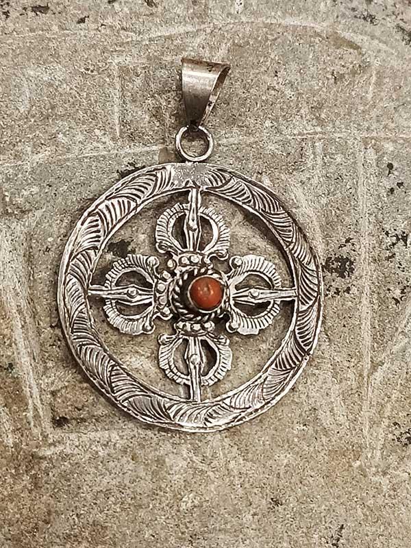 pendente tibetano argento corallo con doppio Dorje