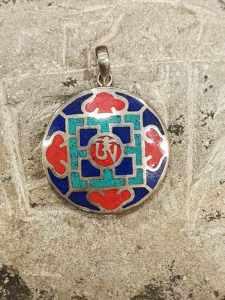pendente tibetano argento lapislazzuli turchese corallo raffigurante un Mandala con OM