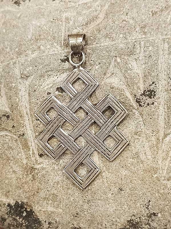 pendente tibetano argento rappresentante Nodo infinito