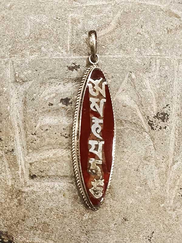 pendente tibetano argento e corallo con mantra OM Mani Padme Hum