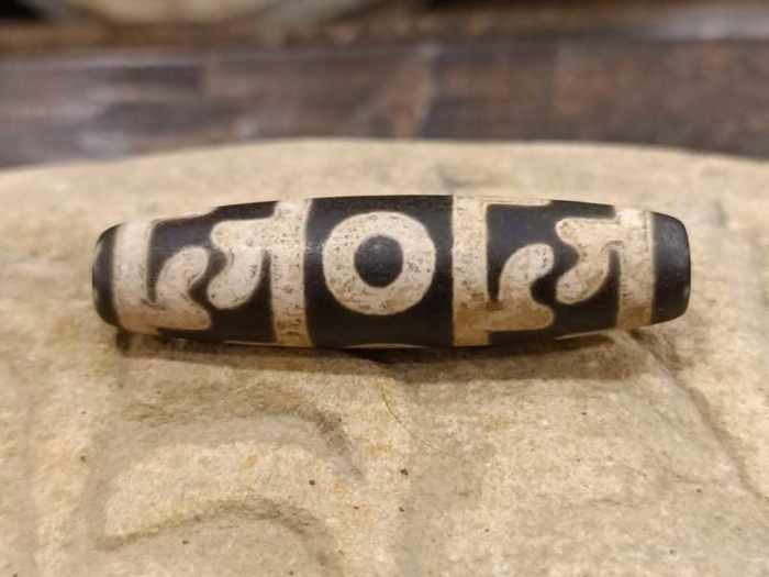 dzi tibetano con 3 occhi