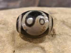 dzi tibetano con yin e yang