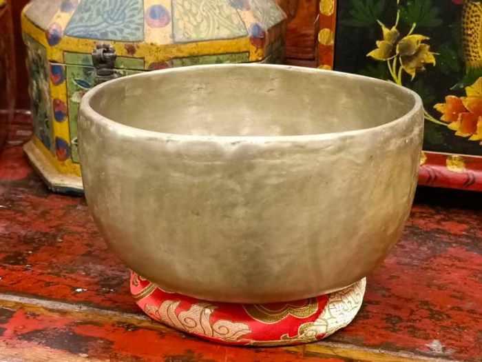 campana tibetana antica lingam