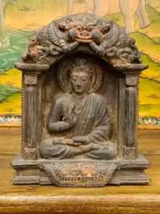 bassorilievo buddha amoghasiddhi