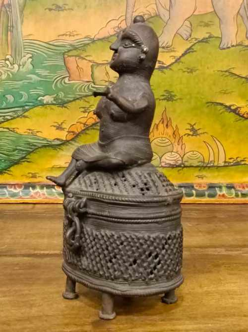 statua votiva con braciere per offerte