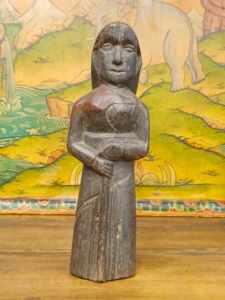statua di figura femminile