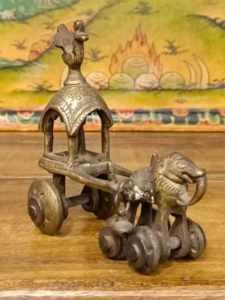 statua di elefante con carrozza