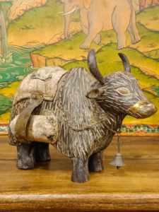 statua di yak legno