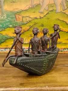 statua barca con guerrieri