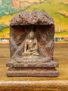 bassorilievo buddha ratnasambhava